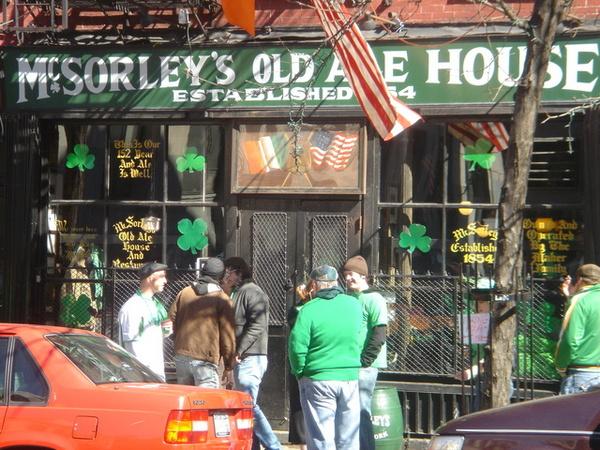 這家是紐約最老的酒館,聖派屈克節一定要來喝一杯