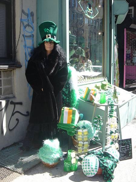 店主人今天看起來很像巫婆...