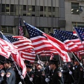 美國旗海飄揚,群眾熱血沸騰