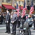 有輪椅在一旁待命,不知是哪個負傷的消防局大人物