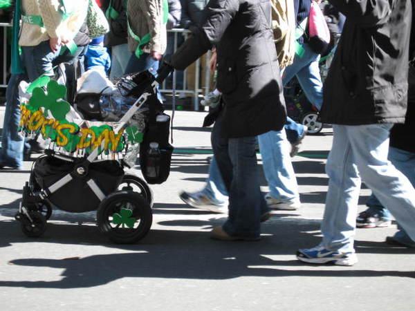 連嬰兒車也出動