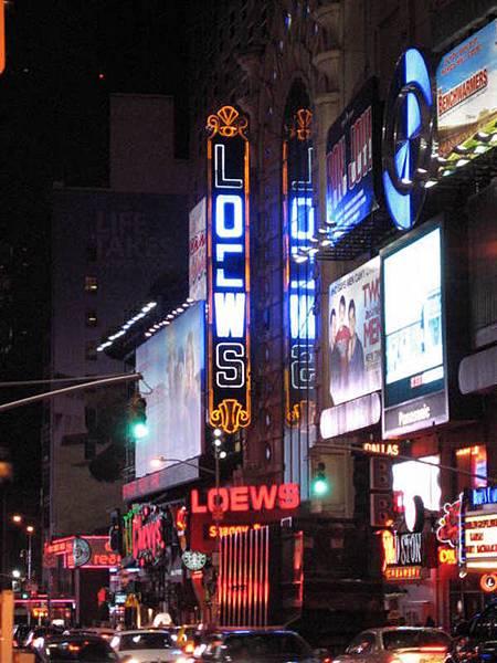 時代廣場的午夜還是那麼熱鬧...