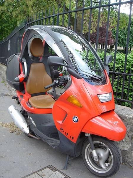 巴黎到處都是這種BMW的怪機車
