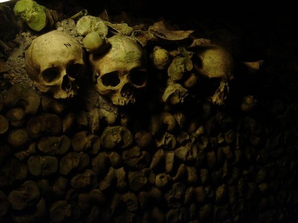 巴黎的地下墓穴Catacomb,充滿陰森死人骨頭