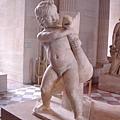 羅浮宮全館我最喜愛的雕塑:小孩扭斷鵝脖子