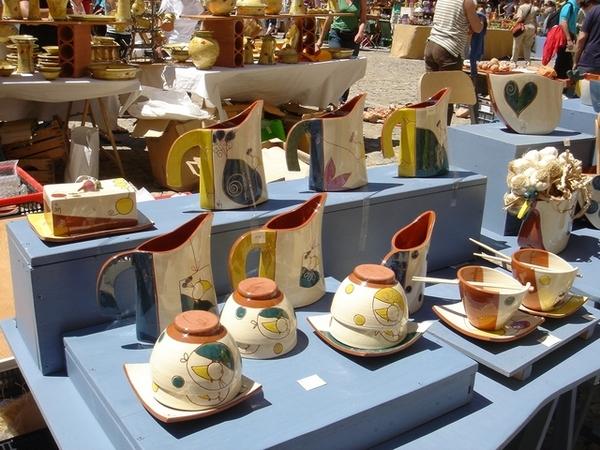 市集中最多的,是精緻的手工陶藝品