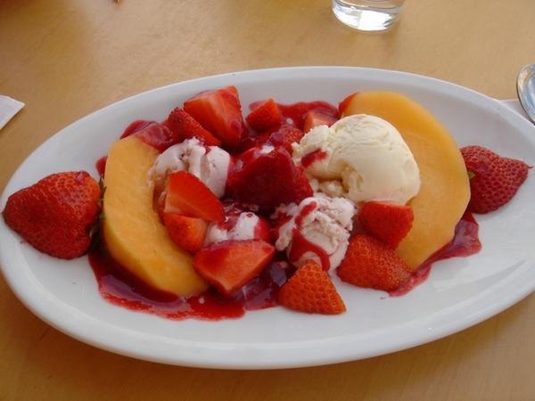 南法的烈日,透心涼的水果冰淇淋拼盤
