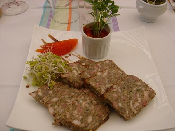 前菜的牛肉pate表現不俗