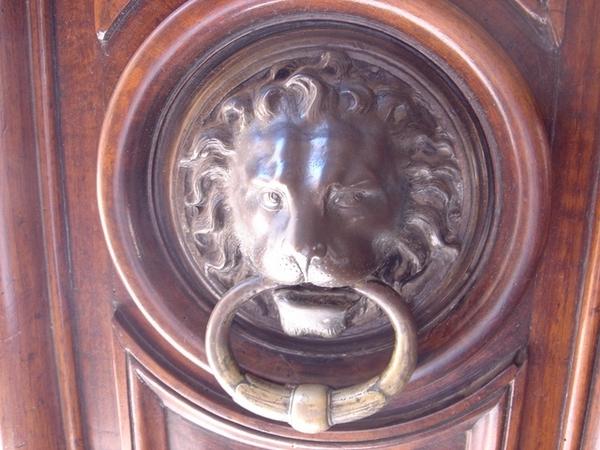 亞耳某老字號古蹟旅館的門把