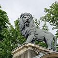 皇宮城牆上的獅子看起來很陰鬱