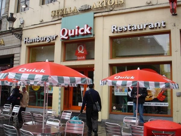 旅費超出預算,這餐吃速食店漢堡吧