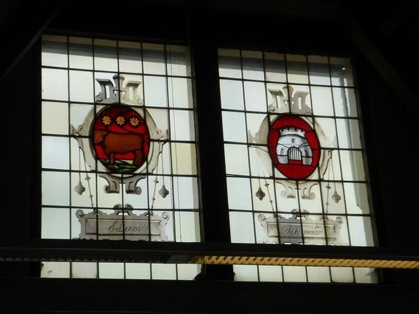 阿姆斯特丹遊客中心,可愛的彩繪玻璃窗