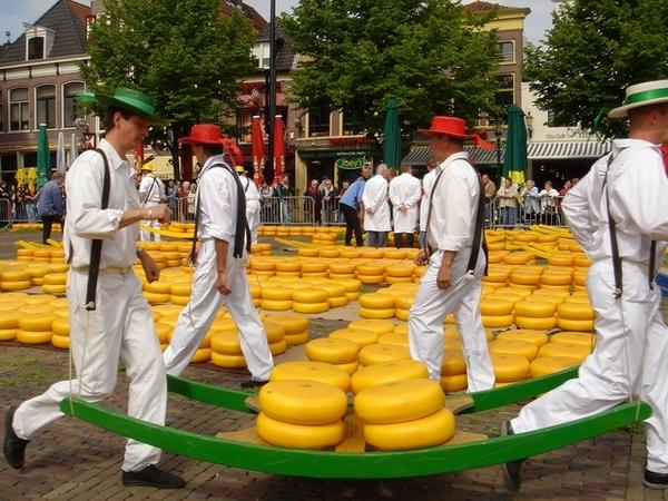傳統的乳酪人工搬運法