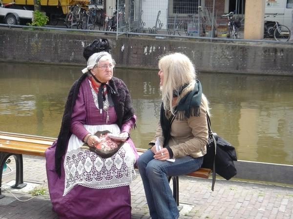 記者訪問可愛的傳統服飾阿婆