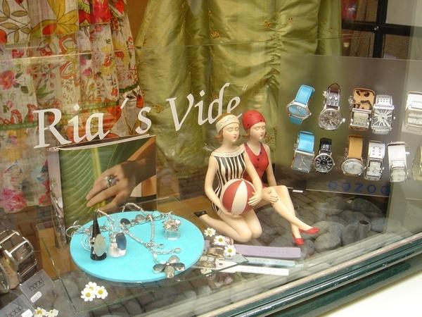 阿克瑪街上的鐘錶店櫥窗