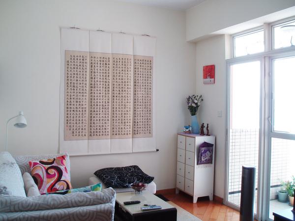 牆上那一大幅是小愛的婆婆親手抄寫的「台灣通史序」,果然愛台灣!