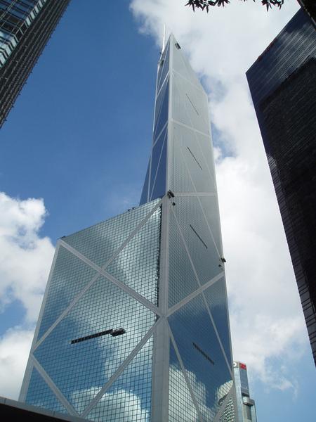 中銀大廈,刀峰狀的設計當年造成不少風水上的爭議