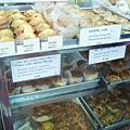 中環擺花街上的泰昌餅家,據說香港回歸前最後一任總督彭定康也愛他們的蛋撻