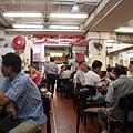 蓮香樓的顧客多半是本地的中老年人,看報喝茶閒嗑牙消磨午前時光