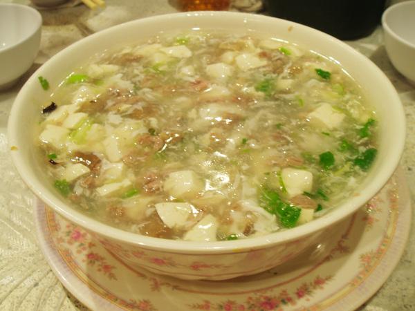 銖記的西湖牛肉羹和台灣常吃的不太一樣,但非常美味
