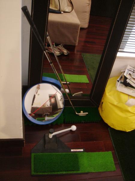 小史熱愛高爾夫,在家不忘勤練習