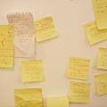 小史家牆上貼滿了高爾夫筆記(附動作分解圖),相當不可思議