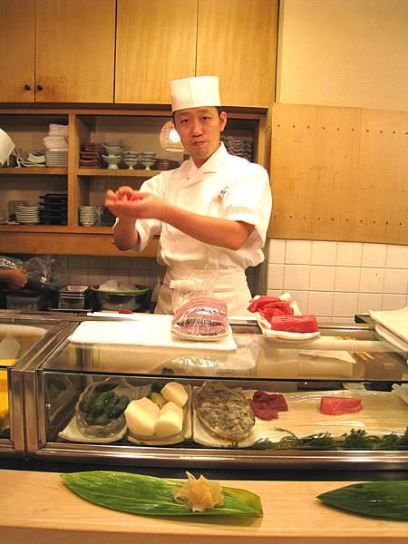 沒有菜單,只能請師傅搭配,最便宜的午間套餐一人2500日圓