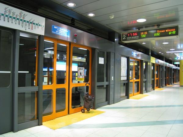 逛完街,不小心地鐵坐過站,只好在中途換車