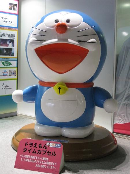 朝日電視台展示大廳裡的超大小叮噹