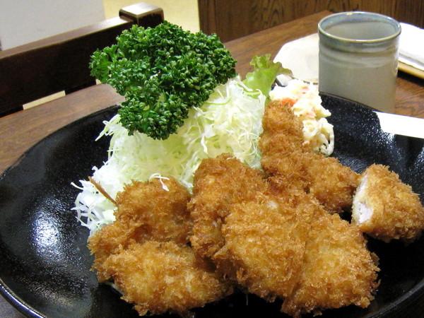 我們點了特製豬排和一般豬排兩種定食,各為2300和1800日圓
