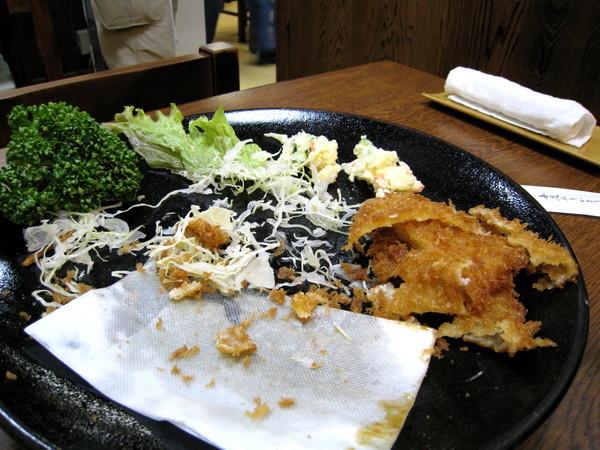誠懇餐後心得:肉很鮮嫩,但麵衣炸得過油,吃到最後很膩