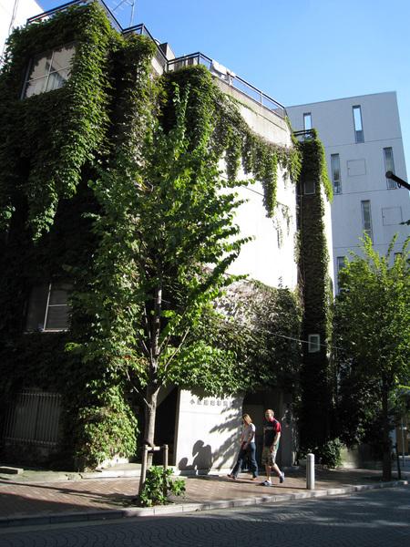麻布十番附近有很多這種別有風情的建築