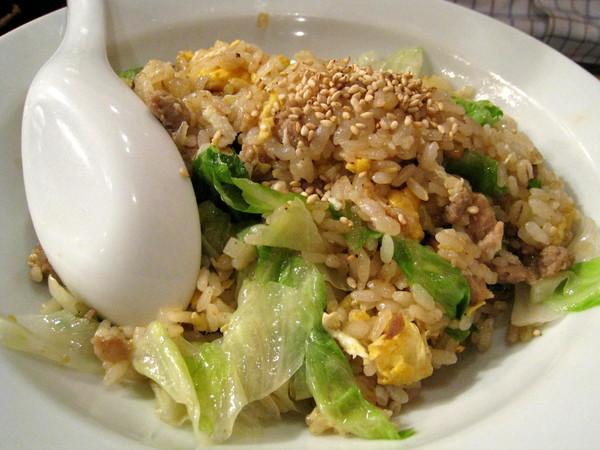 大白不喜歡吃拉麵,點了叉燒炒飯,好吃。