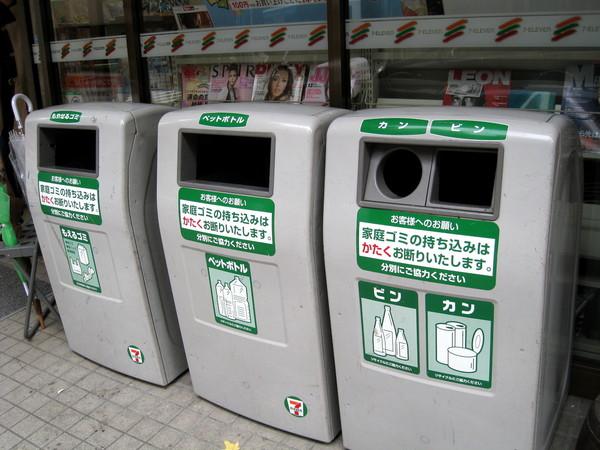 來張垃圾桶特寫,證明「垃圾的哀愁」不是寫假的。(我也真無聊)