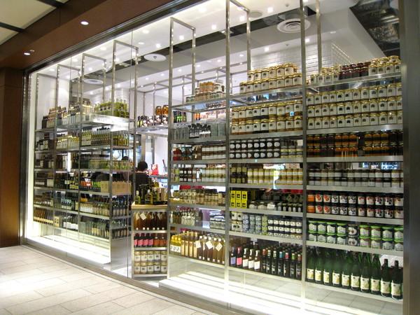 同樣是地下一樓的高級食品店Dean & Deluca,光是果醬就陳列了一整個櫥窗