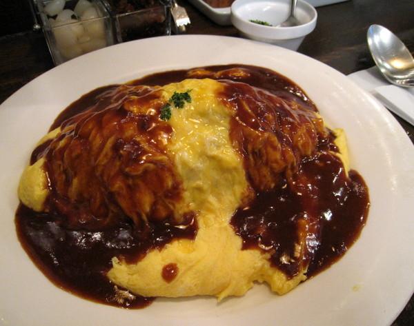 傳說中「東京最好吃的蛋包飯」上場囉。
