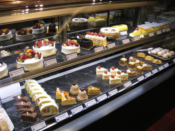 Harbee's也算是麻布十番有名的景點之一,雜誌上經常介紹。櫥窗裡的蛋糕非常誘人