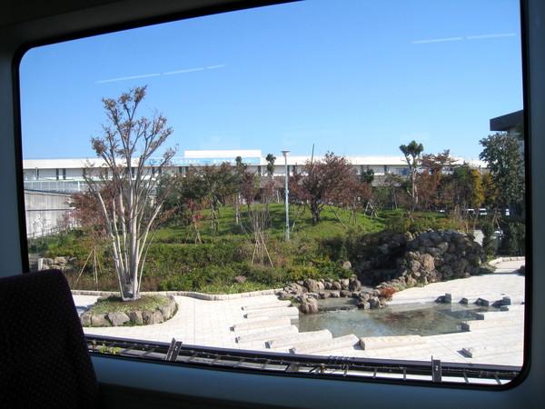 從東京搭Monorail電車趕去羽田機場