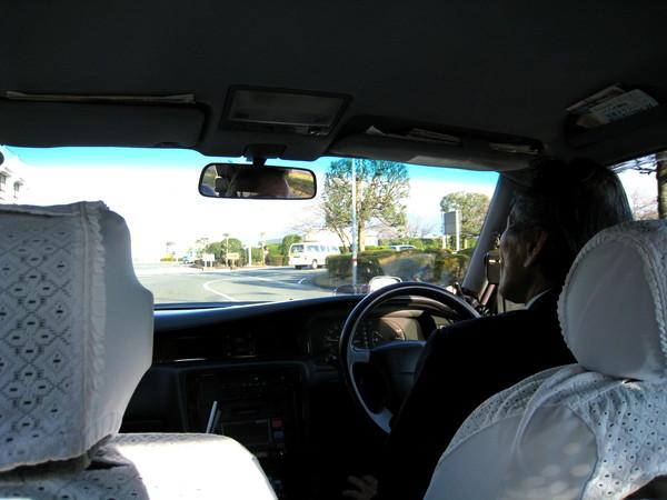 排班計程車司機很親切的和我們話家常,可惜只有大白聽得懂