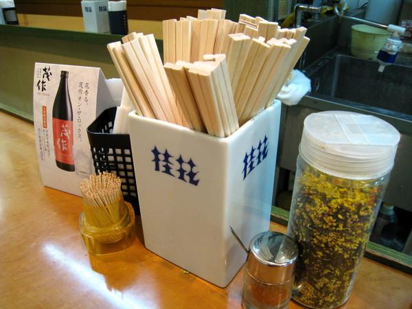看到「桂花」的藍色商標,我才想起N年前和大學同學自助旅行時,早光顧過「桂花」的東京新宿分店