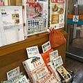 近出口處展示了一系列桂花周邊產品,例如麵條,供顧客買回去當伴手或自行料理