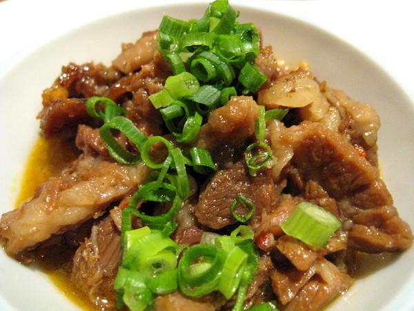 前菜是一小碟很有誠意的燉豬肉,有點鹹但很好吃