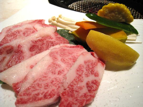 也是待烤的牛肉,但已經多到不會分辨種類了