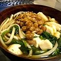 今天的晚餐是超清淡健康的納豆蔬菜麵。大白不在家,我都隨便亂吃