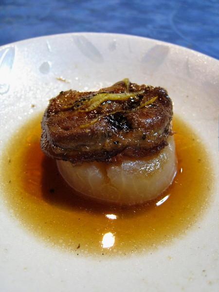 這是大白說這是「鵝肝或鴨肝+白蘿蔔」,可是我怎麼吃都覺得是魚肝味
