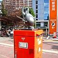 帶大白去醫院的路上,看到熊本郵便局門口可愛的狸貓郵筒