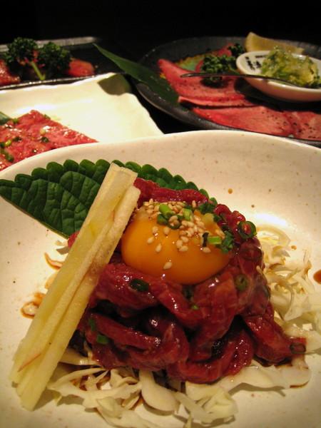 離開熊本以後可能少有機會吃馬肉,所以來張以馬肉為主角的食物合照