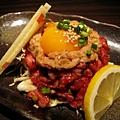 這盤也是類似的蛋黃拌醃生肉絲,但是這道是加了納豆的牛肉絲