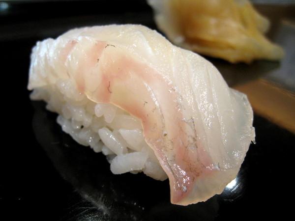 大白和我分別點了2500和3200日圓的壽司套餐