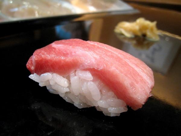 大白喜歡鮪魚肚這種油滋滋的部位